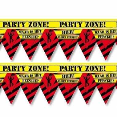 2x versiering/decoratie waar is het feestje afzetlinten vlaggetjes 12