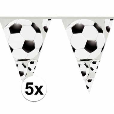 5x stuks slingers met voetbal vlaggetjes 4 meter