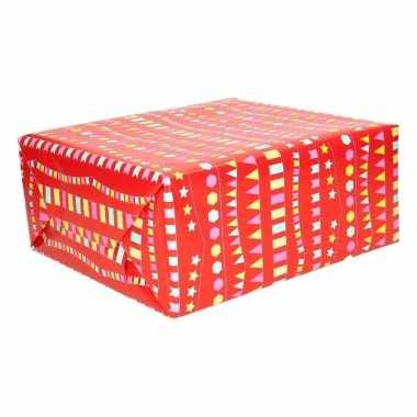 Cadeaupapier rood met vlaggenlijnen 200 x 70 cm