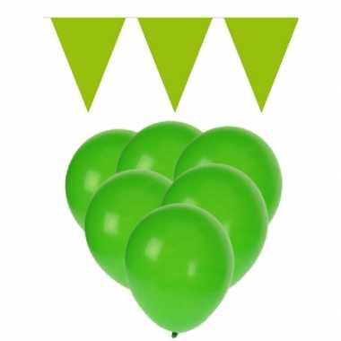 Decoratie groen 15 ballonnen met 2 vlaggenlijnen