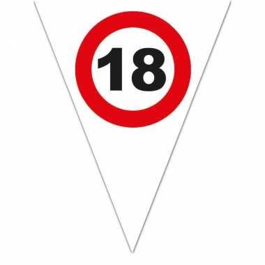 Leeftijd verjaardag vlaggenlijn met 18 jaar stopbord opdruk 5 meter