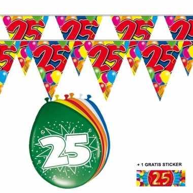 Voordeelset 25 jaar met 2 vlaggenlijnen en ballonnen