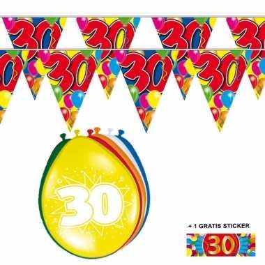 Voordeelset 30 jaar met 2 vlaggenlijnen en ballonnen