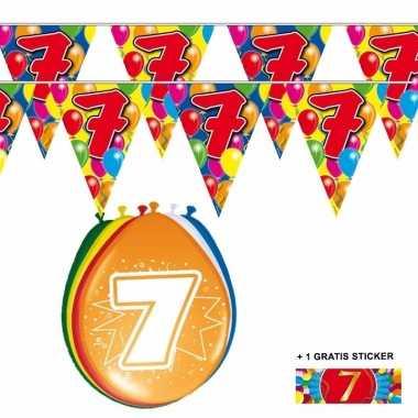 Voordeelset 7 jaar met 2 vlaggenlijnen en ballonnen
