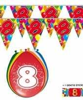 Voordeelset 8 jaar met 2 vlaggenlijnen en ballonnen